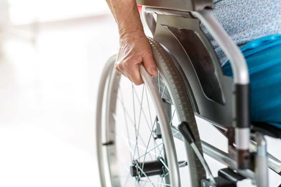 Rollstuhl in Nahaufnahme