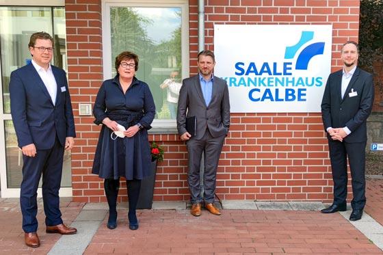 Sachsen-Anhalts Sozialministerin Petra Grimm-Benne und Calbenser Bürgermeister Sven Hause besuchen Saale-Krankenhaus Calbe