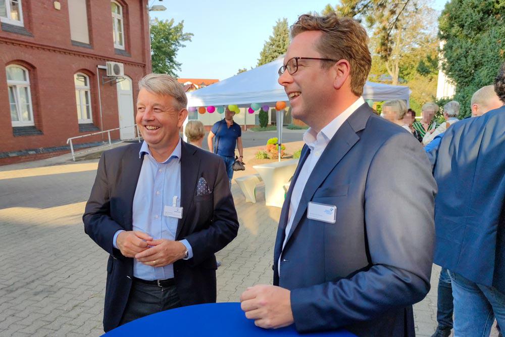 COO Medicover Diagnostic Services Staffan Ternstrom und Geschäftsführer Nicolas von Oppen