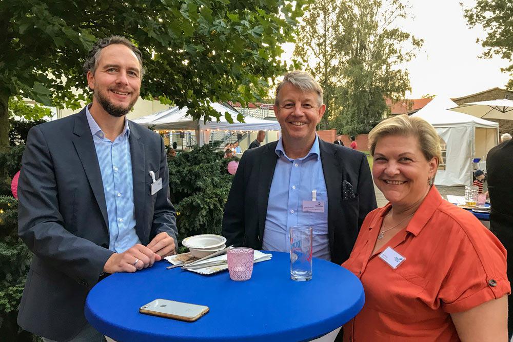 Geschäftsführer Dr. Kristian Koch, COO Medicover Diagnostic Services Staffan Ternstrom und Pflegedienstleiterin Jana Philipp.
